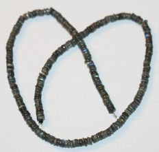 Labradorite gemstone necklace with18 kt /750 white gold clasp. Weight 145 ct. Length 53 cm.