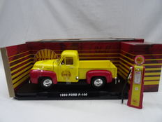 "Greenlight - Scale 1/18 - 1953 Ford F-100 ""Shell"" & Vintage Gas Pump"