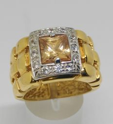 18 kt yellow gold ring with topazes and zirconias