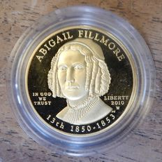 "Verenigde Staten  10 Dollars 2010W ""Abigail Filmore,  met certificaat in de orginele cassette (First Spouse Gold Coinage)  goud"