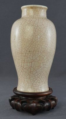 Monochrome vase with a red craquelure - China - 19th century
