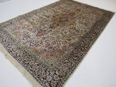 Wonderfully beautiful Oriental carpet Cashmere silk, 280 x 180 cm, end of the 20th century very good condition