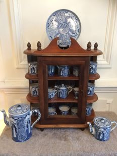 Wooden display cabinet with blue-white chinoiserie style crockery, Holland, circa 1970 and 1900