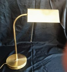 Bankers lamp with pull cord