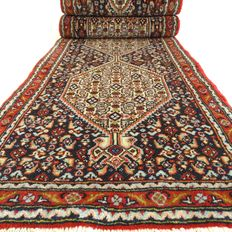 "Senneh – 259 x 56 cm. – ""Narrow Persian runner in mint condition""."