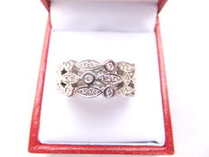 White, 18 karat gold ring, set with  diamonds, 1.04 carat in total, size 18.5.
