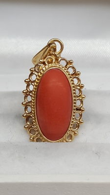 14 kt yellow gold pendant set with Mediterranean precious coral, no reserve!