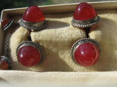 Antique cufflinks and shirt closure in carnelian, silver setting, still in the original vintage box from jewelry store Richard Toillié, München Germany.