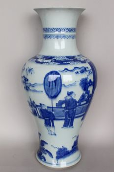 Vase with imperial scene - white and blue painting - China - end of the 20th century