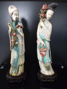 Couple of dignitaries in multicoloured ivory - China - circa 1910/1930
