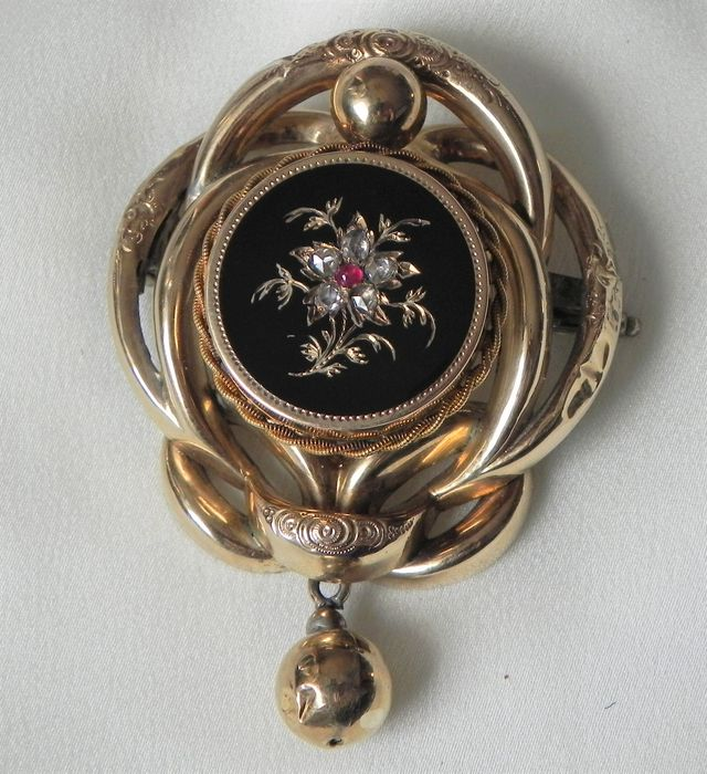 Antique onyx pendant or brooch with diamonds and ruby, 333 and 585 gold, from around 1850