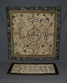 Richly embroidered tapestry – China – Early 20th century