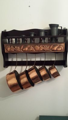 Kitchen set of five cooking pots in tinned copper, stamped Isgus Portugal and its shelf and 6 pots in tins