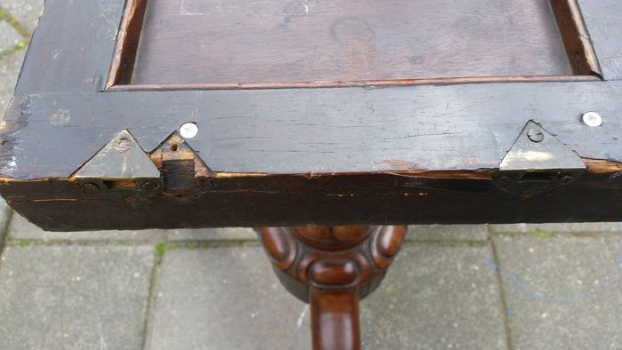 Victorian rosewood tilt top table unknown circa 1900 for Nfpa 99 table 5 1 11