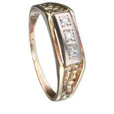 Bi-colour gold ring in 14 kt, set with 3 brilliant cut diamonds of 0.01 ct each.  0.03 ct in total.   Inner size: 19.5 mm