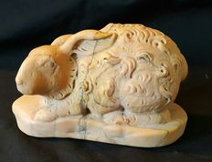 Sculpture in the round of a rabbit - antique yellow marble -Italy - circa 1920-30