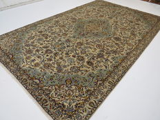 Amazingly beautiful Persian carpet Kashan/Iran, 315 x 197 cm, TOP CONDITION end of 20th century