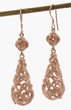 Elegant and long earrings made of 925/000 sterling silver and with 22 kt rose gold-plating – Handmade.