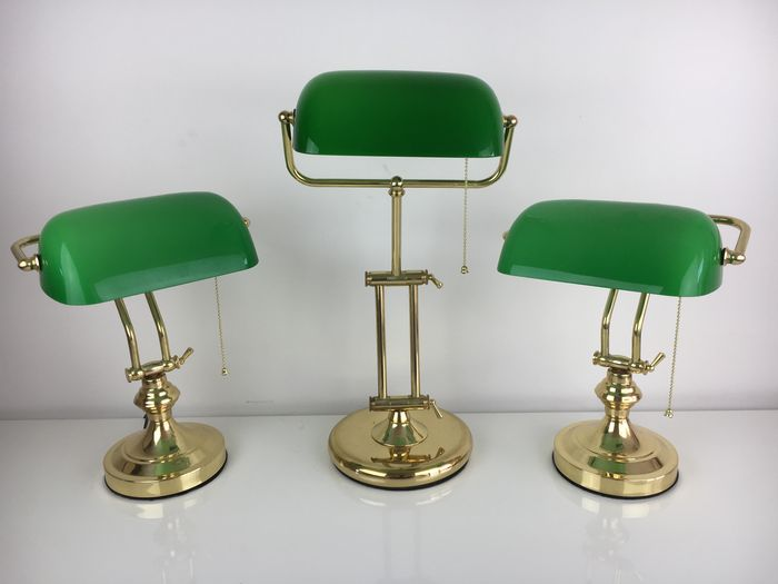 Unknown designer – Lot of three notary lamps / banker's lamps – with a green shade