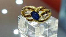 18 kt gold ring with sapphire and diamonds, size no. 52