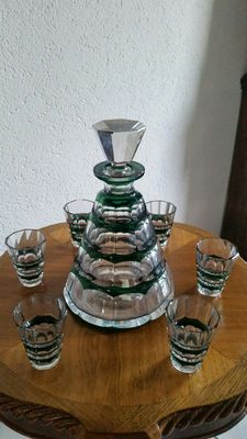 Val Saint Lambert cristal green overlay muscadet decanter with six glasses, Belgium, second half 20th century