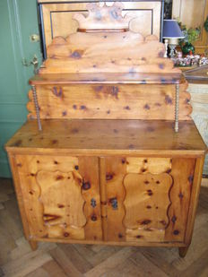 Larch wooden sideboard with elevated back section (Saint Hubert)
