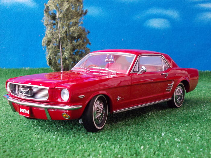 classic carlectables scale 1 18 ford mustang pony 1966. Black Bedroom Furniture Sets. Home Design Ideas