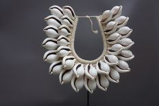 Necklace made with seashell, stand unfurnished - TOLAI - Papua New Guinea