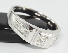 0.30 ct diamond ring in 18 kt white gold; no reserve; Size 55 / 17.5 mm