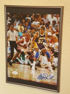 Magic Johnson en Michael Jordan - Basketbal legendes Dream Team '92 - ingelijste foto origineel gesigneerd door Magic + JSA COA.