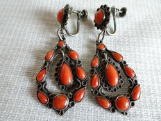 Silver earrings with many precious corals