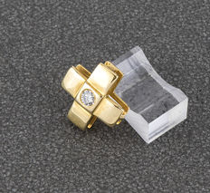 Cross in 18 kt yellow gold with brilliant cut diamond of 0.25 ct