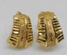 18 kt yellow gold earrings.