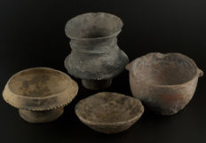A group of 4 Pre-columbian terra cotta  vessels (4)