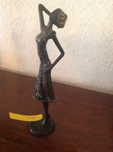 Beautiful bronze statue woman (approx. 1950 Burkina Fasso) signed OZ