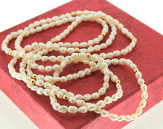 Pearl necklace with yellow gold spheres, 14 kt, length 88 cm