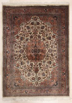 Hand-knotted Indian carpet – Nain, 174x240 cm – India – circa 1980.
