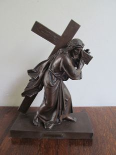 Par Laurent - bronze-plated metal statue Jesus carries his cross - France - early 20th century
