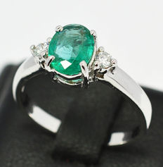 Gold ring with natural emerald and 2 diamonds