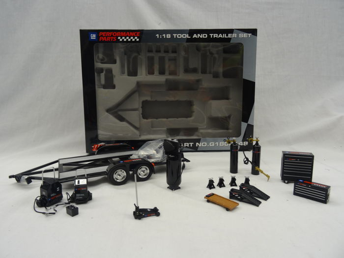 GMP - Scale 1/18 - GM Garage Tool and Trailer set