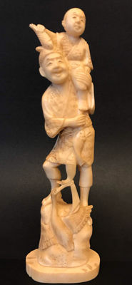 An ivory okimono of a fisherman with his child - Japan - ca 1900