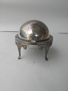 Caviar holder with dome opening and silver plated glass insert