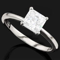 14K white gold ring set with created moissanites - ring size US 7