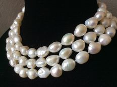 Necklace with large natural freshwater baroque button pearls - length 124 cm/47""