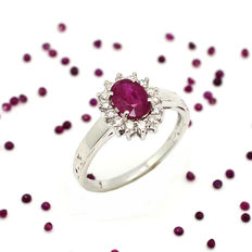 Ring in 18 kt gold with ruby and brilliant cut diamonds, totalling 1.25 ct *No reserve*