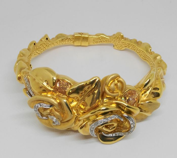 Exclusive women's bracelet in 18 kt yellow gold with topazes and zirconias