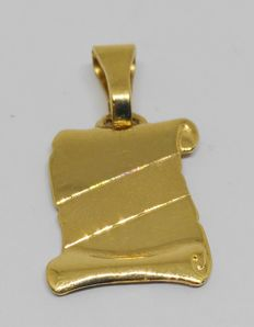 18 kt yellow gold pendant with plate