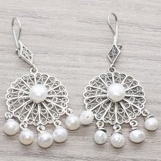 Pearl dangle earrings in rhodium-plated silver, Balinese design