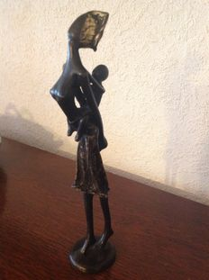 Bronze woman with child on back (Approx. 1950 Burkina Fasso)