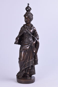 Large bronze statue of Mary - 7 kg